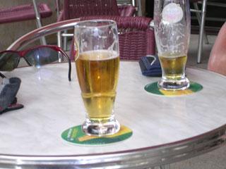 Deux bieres s'il vous plait