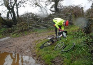Martyn mends a puncture on The Cornish Hundred April 2013